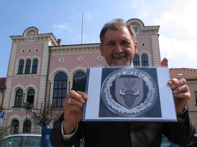 Burmistrz Antoni Szlagor prezentuje projekt żywieckiej waluty