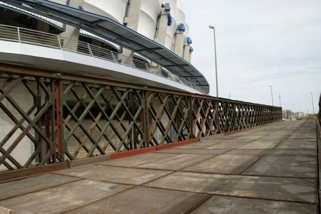 Most przy stadionie miejskim w Poznaniu.