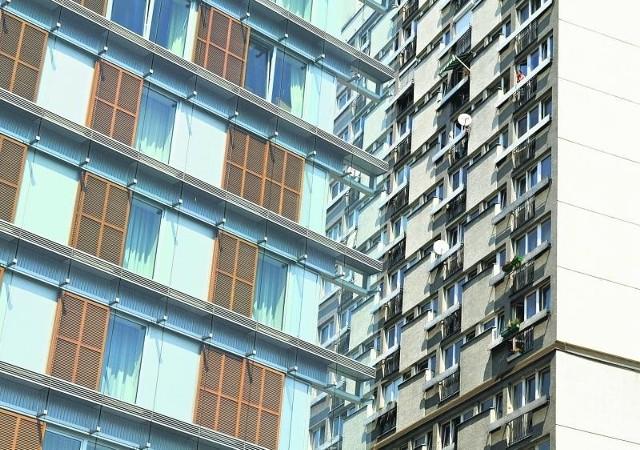 Choć mieszkania z wielkiej płyty nie sypią się tak szybko jak prorokowano, ich ceny mogą już tylko spadać