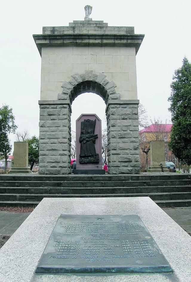 Pomnik przy Alejach Wolności znów budzi kontrowersje