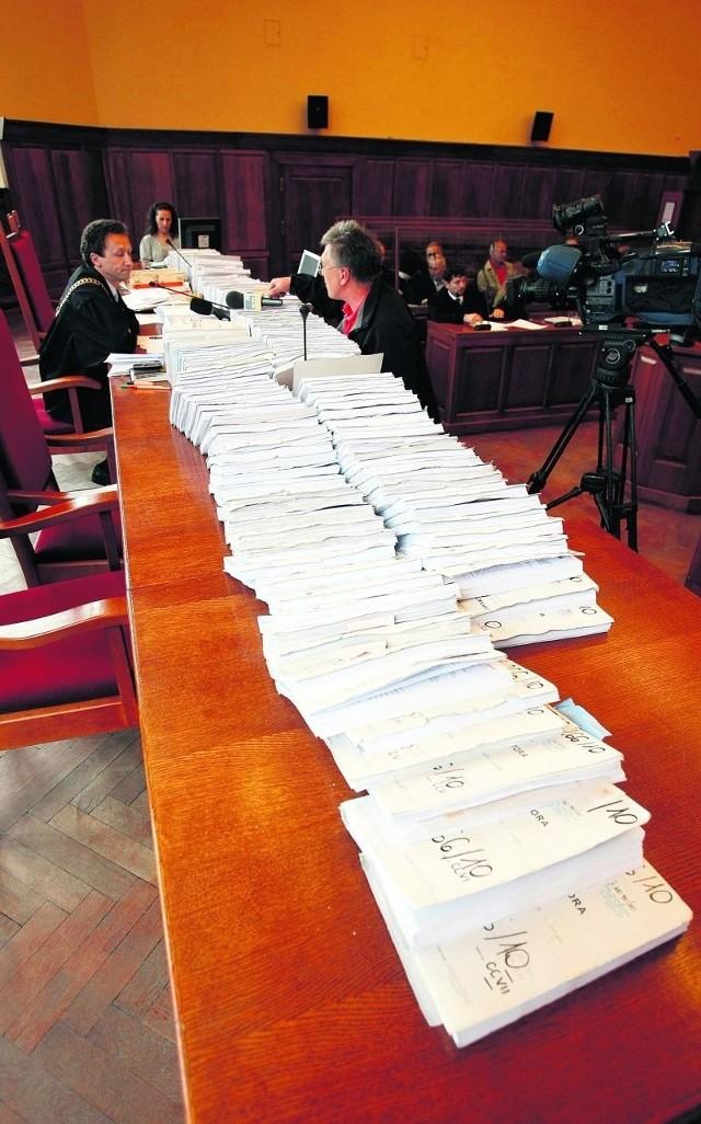 Wczoraj na ławie oskarżonych zasiadło 38 osób