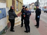 Bytowscy policjanci wręczyli 12 mandatów za brak maseczek ochronnych w sklepach i stacjach benzynowych