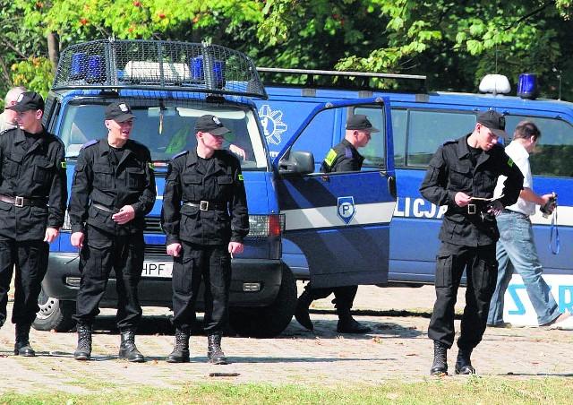 Policjanci przy CHKS-ie po strzelaninie z udziałem gangu Gluta