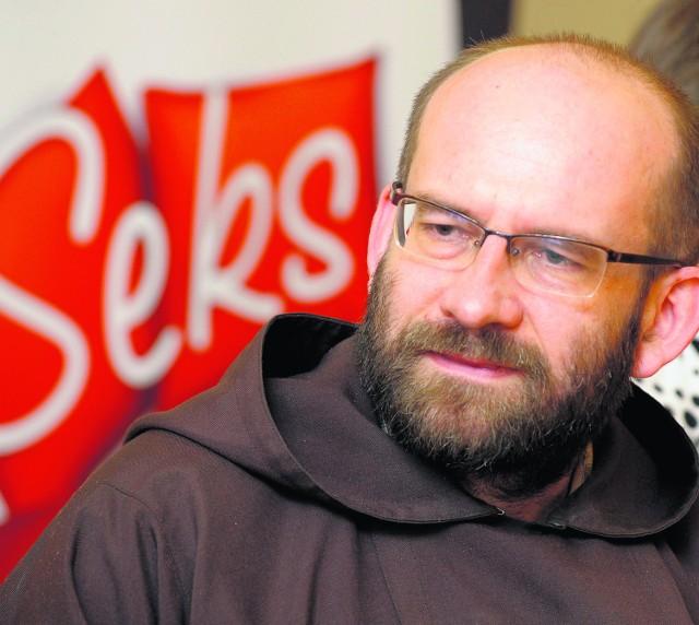 Ojciec Ksawery Knotz jest autorem książek, w których porusza m.in. sprawy małżeńskiego seksu