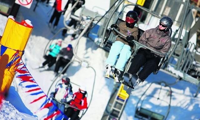 """Nowa czteroosobowa kanapa wwożąca narciarzy na Kopę ma stanąć tuż obok """"dwójki"""", którą postawiono kilka lat temu."""