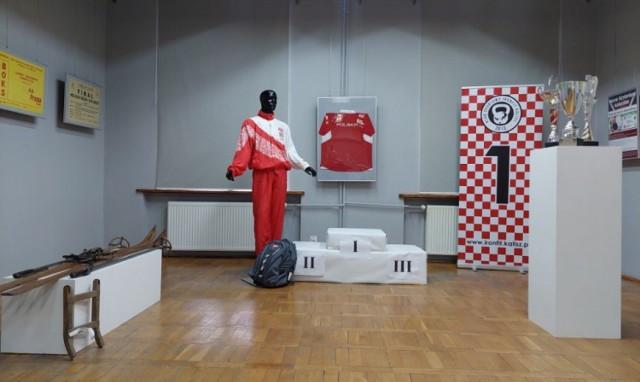 Sportowe pamiątki kaliszan można obejrzeć w Bibliotece Głównej ZDJĘCIA