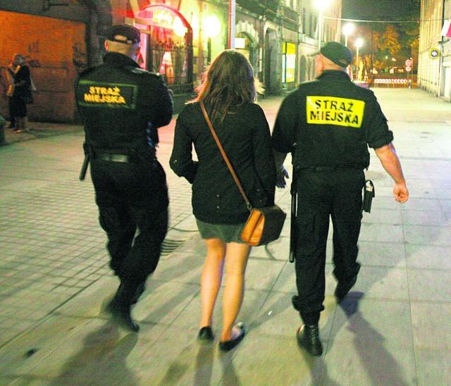 Patrol na ul. Mariackiej w Katowicach