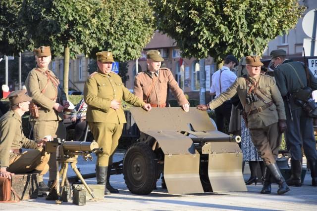 Wojsko strzeże miasta, wizja wojny wydaje się bardzo odległa
