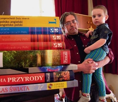Marek Biłka kupił dla dzieci m.in. podręczniki, ale jeszcze nie otrzymał zwrotu pieniędzy.