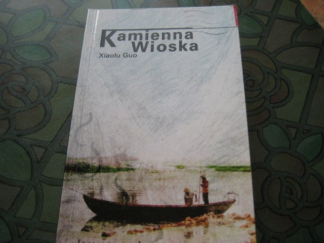 """Okładka ksiązki """"Kamienna wioska"""""""