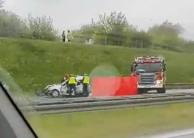 Dwie osoby zginęły w wypadku, do którego doszło w sobotę przed południem na autostradzie A2. Przejdź do kolejnego zdjęcia --->