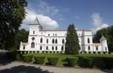 Zamek Reyów wystawiony na sprzedaż! Zobaczcie, jak wygląda rezydencja w Przecławiu