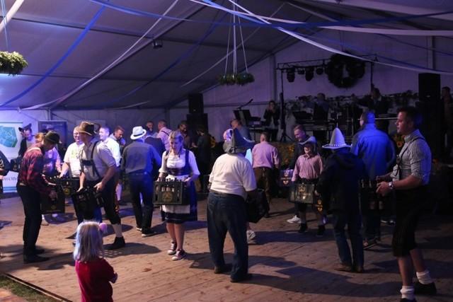 Pierwsza edycja Śląskiego Oktoberfestu w Dobrzeniu Małym przyciągnęła setki mieszkańców regionu.