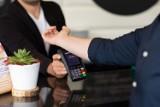 Podskórnym implantem zapłacisz za zakupy lub drinka. Twórca urządzenia pochodzi z Lublina