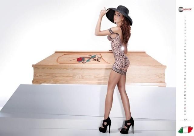 zdjęcia nagich modelek Charlie uwielbia sex Oralny