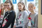 Zespół Szkół nr 1 w Tychach: Dzień Świątecznego Swetra w obiektywie Witolda Naglika [ZDJĘCIA]