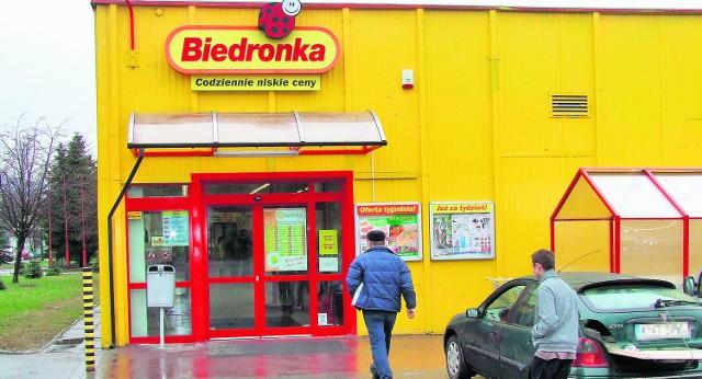 Klienci tego sklepu i okoliczni mieszkańcy boją się o swoje bezpieczeństwo. Obawiają się amatorów tanich win