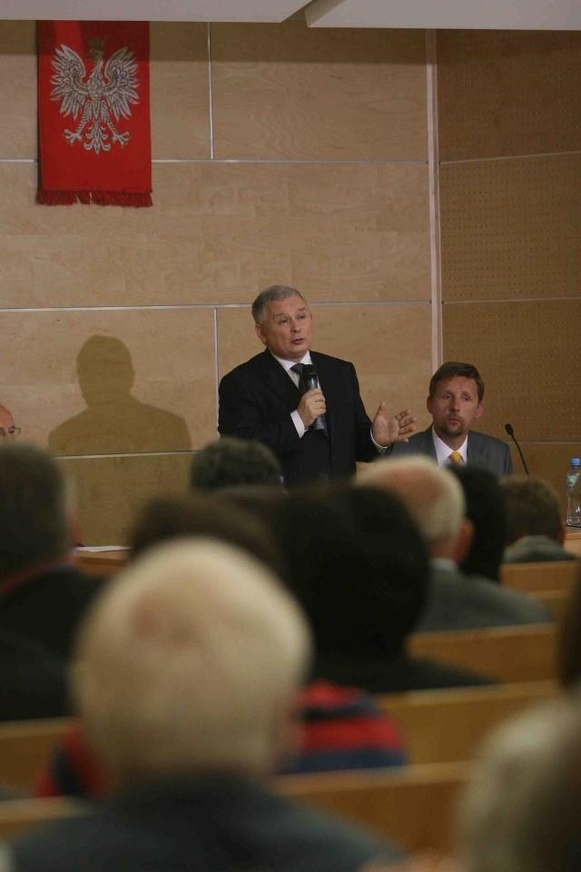 Przywódca PiS miał wczoraj dwa cienie: swój własny i drugi w postaci Marka Migalskiego