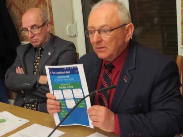 -Wyników zawartości związków i pyłów w powietrzu nie budzą niepokoju - tłumaczył radnym burmistrz Leszek Dzierżewicz.