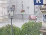 Burze nad zachodnią Małopolską. Piorun uderzył w dom pod Oświęcimiem. Grad w Wadowicach i Chrzanowie