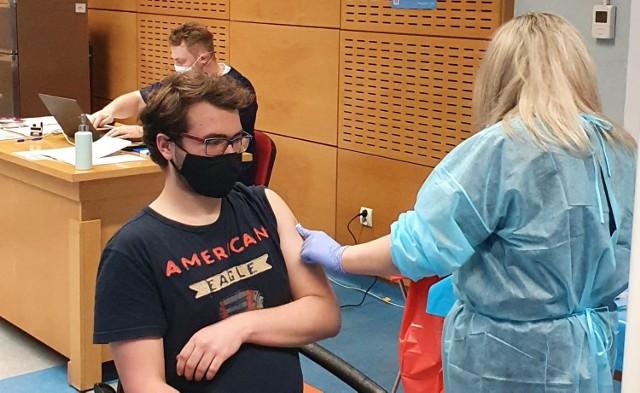 Szczepią na kampusie przeciw COVID-19. To pierwszy masowy punkt szczepień w Rybniku