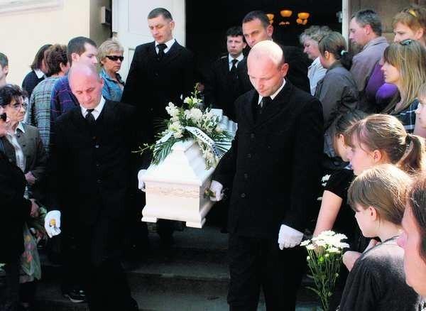 Na pogrzeb chłopczyka przyszło bardzo wielu ludzi