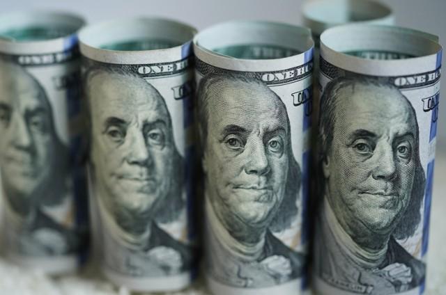 Koronawirus: Amerykanie dostaną po 600 dolarów jednorazowej pomocy. Aż 12 milionów Amerykanów jest zagrożonych utratą zasiłków