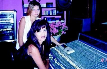 Justyna i Patrycja Adamczak w studiu nagraniowym.
