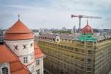 Wrocław. Zobacz film, jak odbudowywano wieżę Hotelu Grand przy ul. Piłsudskiego