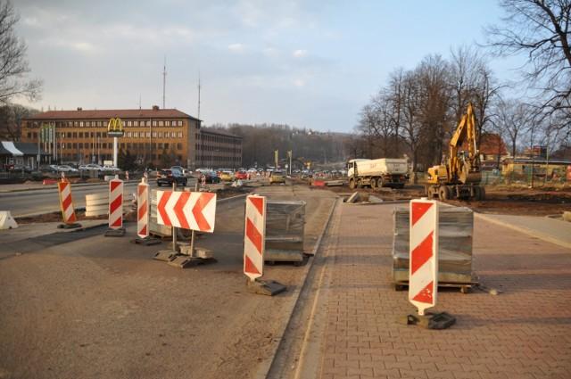 Uwaga, od 7 kwietnia zmieni się organizacja ruchu koło Mc Donaldsa i na ul. Żeromskiego w Wałbrzychu