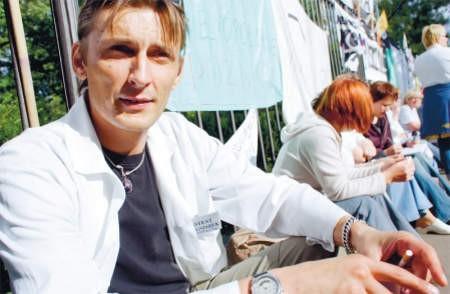 O podwyżki walczą nie tylko pielęgniarki. Paweł Malinowski z Ciechanowa pracuje w zawodzie już 15 lat