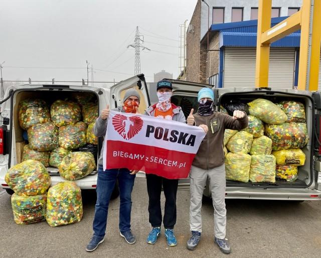 Pracownicy Alstom w Polsce zebrali w ramach akcji 186 593 plastikowych nakrętek, dzięki temu firma przekazała 100 tysięcy złotych na cele charytatywne.