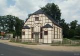 Ostatni Dom Modlitwy w Polsce został przeniesiony do Łomnicy. To ważny pomnik