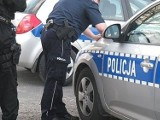 """Pleszew. Akcja """"Nielat"""" w Pleszewie. Policja sprawdza miejsca, w których spotyka się młodzież"""