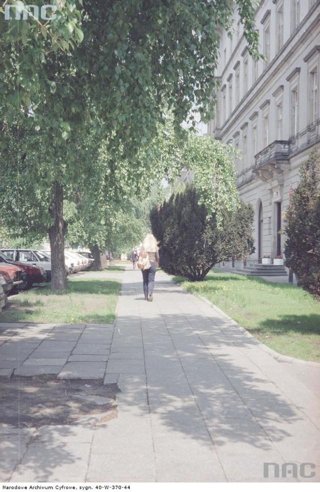 Rok 1997 - Lato w Śródmieściu Warszawy. Na zdjęciach Krakowskie Przemieście, plac Piłsudskiego, ul. Królewska, ul. Marszałkowska i Ogród Saski