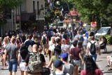 Zakopane. Mamy sierpniowy szczyt sezonu. Tłumy turystów na ulicach. W górach... trochę luźniej