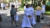 Swięto Bożego Ciała w Chełmie.  Wierni wzięli udział w ulicznej procesji w pobliżu parafii pw. Chrystusa Odkupiciela. Zobacz zdjęcia