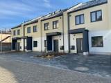 W Łodzi powstało nowe osiedle drewnianych domów