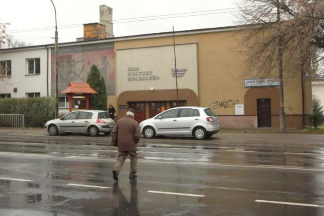 Budynek zajmowany przez Warsztaty Kultury oraz gmach po Domu ...