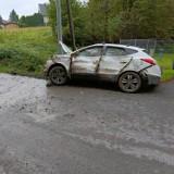 Siepraw. Samochód wpadł do rowu. Wcześniej jego kierowcy ktoś zajechał drogę i uciekł