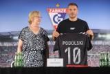 """Łukasz Podolski podpisał kontrakt z Górnikiem Zabrze. """"To będzie ostatni klub w mojej karierze"""""""