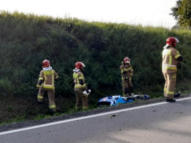 Wypadek motocyklisty na krajowej 20 koło Bytowa. Kierowca ranny.