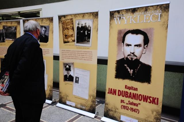 Wystawę będzie dostępna w gmachu Instytutu Pamięci Narodowej przy ulicy Juliana Dunajewskiego 8 w Krakowie. Będzie można ją obejrzeć do 14 maja br. w godzinach od 9.00 do 17.00.