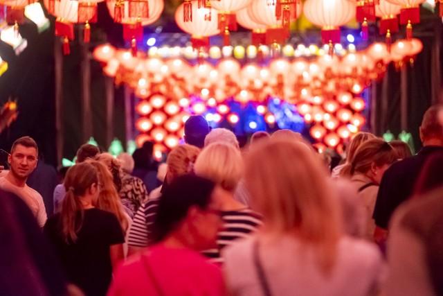 Wczoraj (20.08) rozpoczęła się 11. edycja festiwalu Bella Skyway 2019. Nasz fotoreporter obfotografował wszystkie instalacje tegorocznego festiwalu. Która podoba Wam się najbardziej?  Zobacz też: Program festiwalu Skyway 2019 10 rzeczy, które powinieneś wiedzieć o festiwalu Bella Skyway Parkingi i zmiany w MZK na Skyway 2019 Najlepsze zdjęcia z poprzednich edycji Bella Skyway Festival