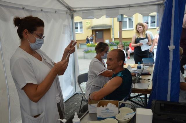 """Na """"Akcję promującą szczepienia przeciw Covid-19 w gminie Bytów""""  zabezpieczono 600 szczepionek firmy Johnson & Johnson."""