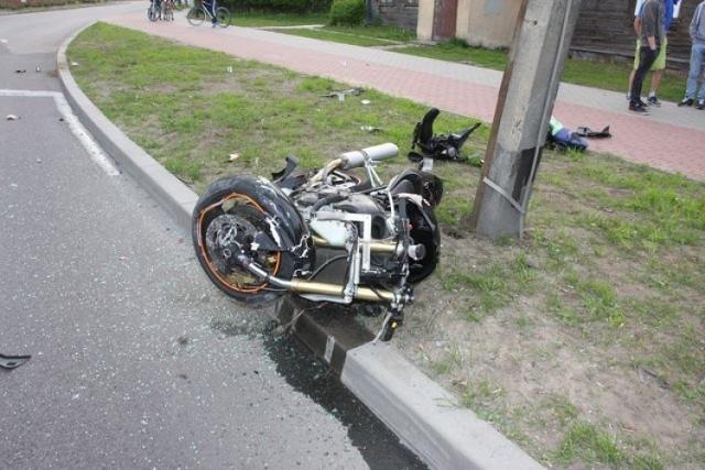 Policjanci apelują do kierujących o rozwagę i wyobraźnię na drodze. Okres wiosenno-letni to sezon wzmożonego ruchu pojazdów jednośladowych. W związku z tym apelujemy również do motocyklistów o bezpieczną i zgodną z przepisami jazdę, pozbawioną brawury i lekkomyślności. Pamiętajmy o bezpieczeństwie swoim oraz innych użytkowników dróg.