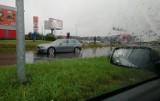 Ulewa we Wrocławiu: zalane ulice, tramwaje jeździły objazdami, potężne korki