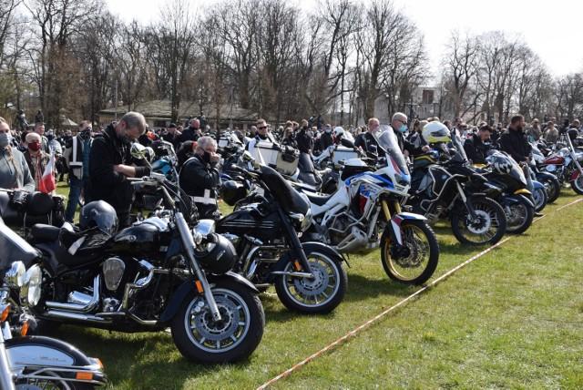 Zdaniem prokuratury w mszy świętej uczestniczyło 7 tysięcy motocyklistów, co było zgodne z obowiązującymi wówczas przepisami  Zobacz kolejne zdjęcia. Przesuwaj zdjęcia w prawo - naciśnij strzałkę lub przycisk NASTĘPNE
