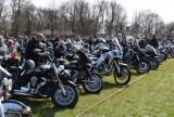 """Częstochowska prokuratura umorzyła śledztwo w sprawie pielgrzymki motocyklistów. """"Nikt nie zachorował"""""""