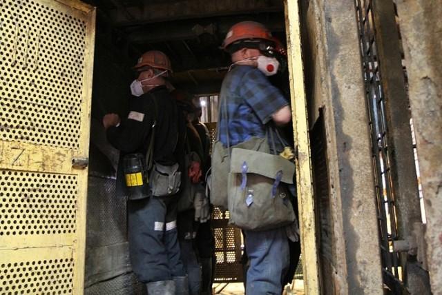 Rośnie liczba zakażeń w kopalniach na Śląsku  Zobaczkolejnezdjęcia. Przesuwajzdjęcia w prawo - naciśnij strzałkę lub przycisk NASTĘPNE